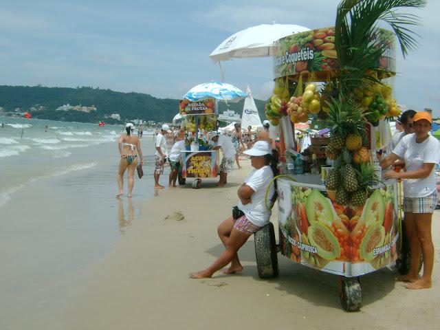 ce39e-foto4-praiajurerc3aa-vendedorambulante
