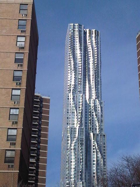 Foto 5 - Vista de Edifício fachada enrugada de Frank Gerry