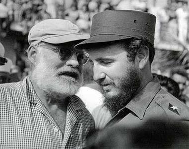 Foto 1 - Hemingway e Fidel Castro