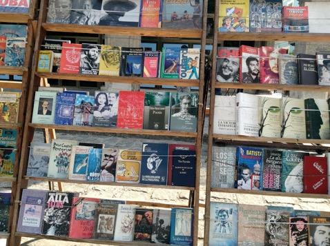 Foto 10 - Praça das Armas - livros