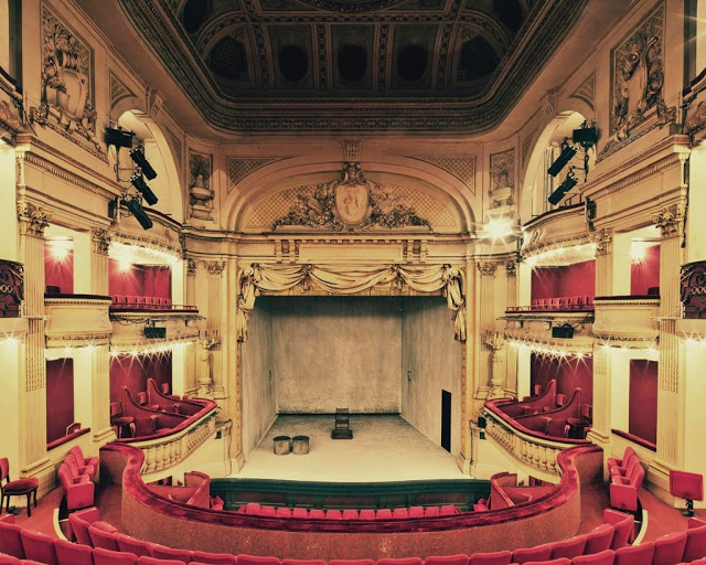 203e1-theatre-de-la-madeleine