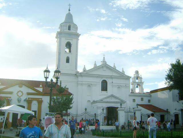 Foto 21 - Basílica Nossa Senhora del Pilar.jpg