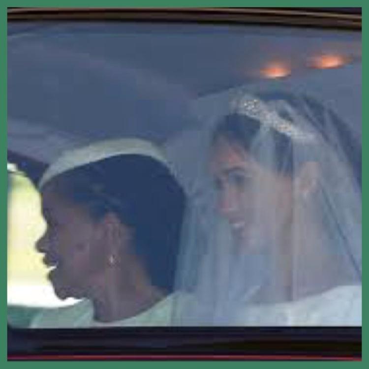 Foto 7 - Meghan chegando com a mãe