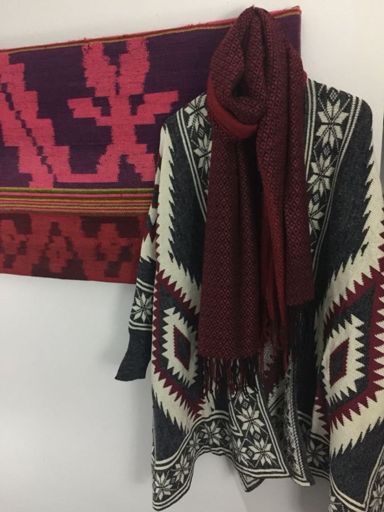 Foto 18 - Poncho de design típico de pura lã
