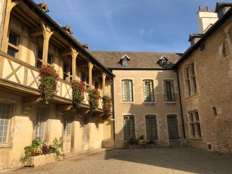 Foto 8 - Court de uma casa em Beaune